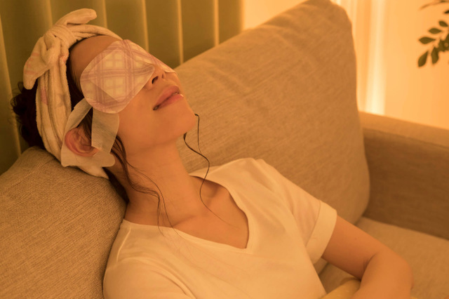 スマホ老眼予防:目の周りを温める