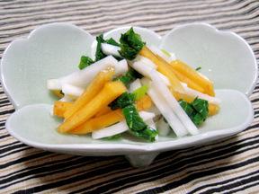 カブと柿の甘酢和え