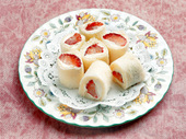 イチゴのロールサンド