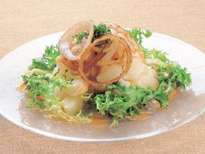 揚げタマネギとジャガイモのサラダ