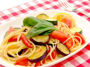 トマトとナスとズッキーニのパスタ
