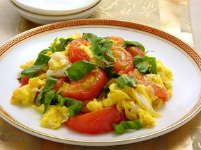トマトとバジルの卵炒め