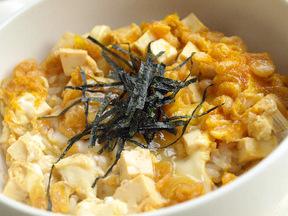 豆腐と天かすの卵とじ丼