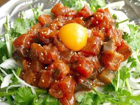 カツオのユッケ風サラダ