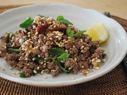 牛肉とハーブのタイ風サラダ