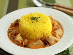 サトイモのトマトスープ サフランライス添え