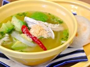 チキンとアボカドのスープ