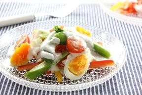 春野菜とゆで卵のヨーグルトサラダ