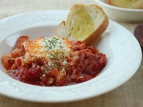 トマト煮ポーチドエッグ