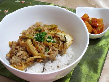 豚キムチ丼(テジキムチトッパプ)