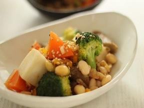 豆と野菜のホットサラダ