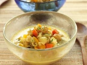 豆と野菜のエスニックスープ