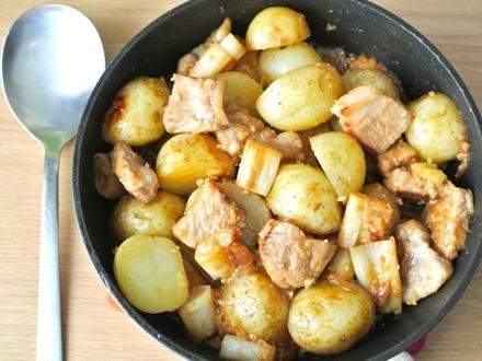 豚肉と新ジャガの味噌煮込み