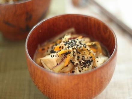 季節野菜のゴマ風味味噌汁