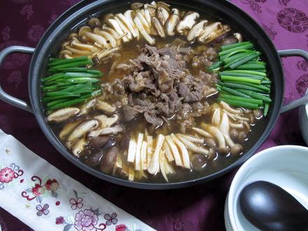 きのこと牛肉のピリ辛寄せ鍋