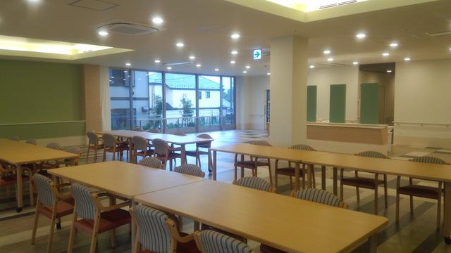 食堂兼機能訓練室�@