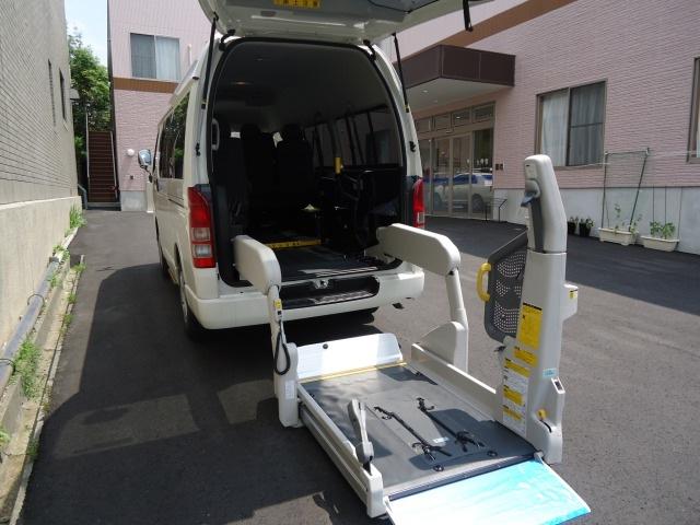 車いすの方も安心!リフトバス!