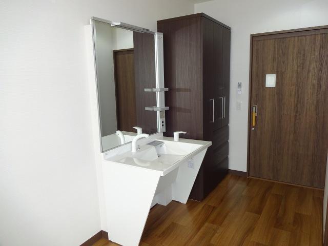 洗面化粧台と収納(3階居室)