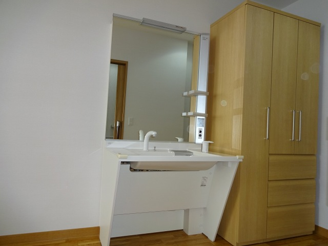 洗面化粧台と収納(2階居室)
