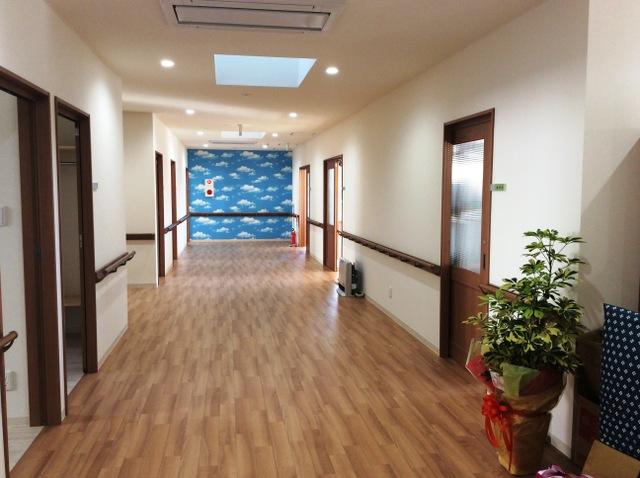 広いスペースの廊下