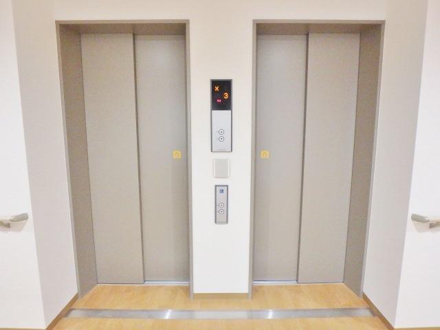 エレベータは2台ございます。