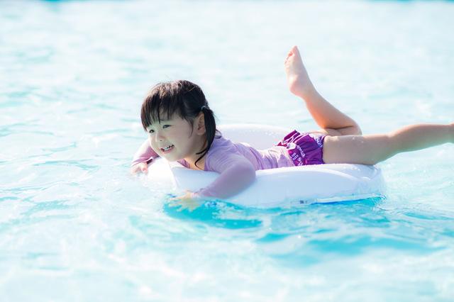 夏の定番スポットと言えばここ!北海道のおすすめプール特集