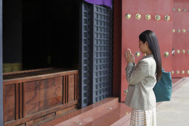 神社とは違うお寺の正しい参拝方法