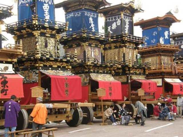 365個もの提灯がともった豪華絢爛な人形屋台! 江戸時代から続く「犬山祭り」
