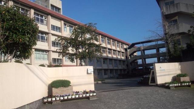西紫原中学校