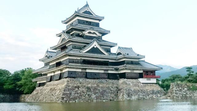 5重6階の天守として日本最古「松本城」