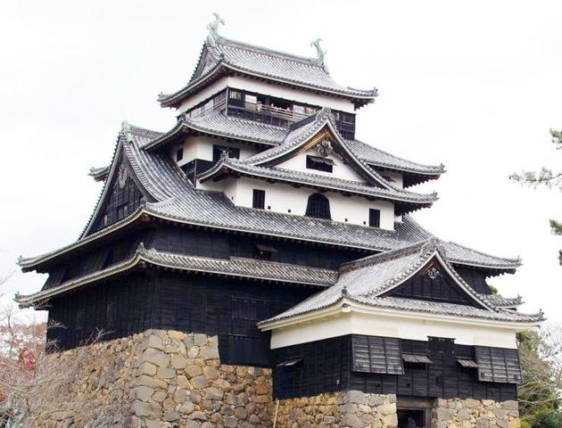 現存している唯一の正統天守閣「松江城」
