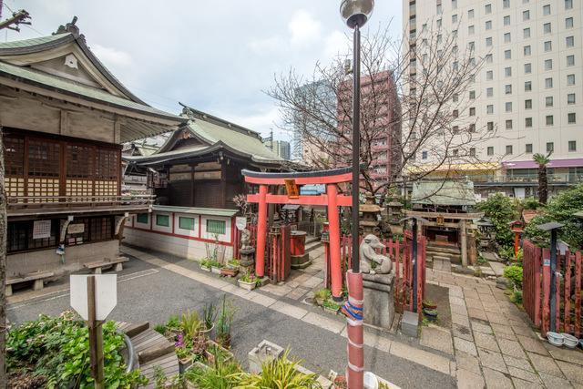 秋葉原駅からの道中も全部が聖地「柳森神社」