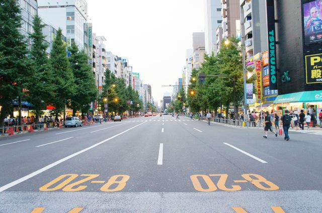 長い戦いの始まり「秋葉原中央通り」
