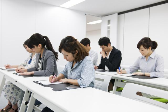 働きながら学ぶのは可能か