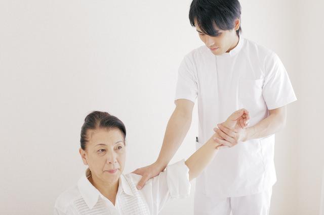 柔道整復師&理学療法士|違いや年収・将来性・資格の難易度など