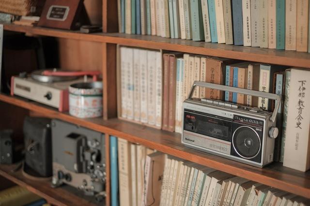 テレビが主流になる前は新聞とラジオが主な情報媒体