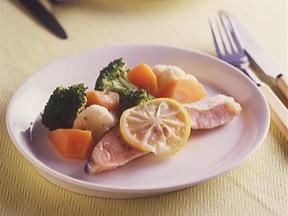 サケと温野菜のレモン蒸し