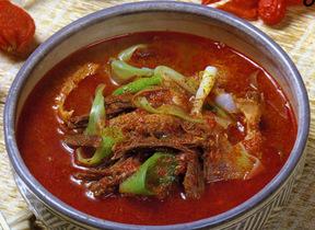 ユッケジャン(牛肉と野菜の辛味スープ)
