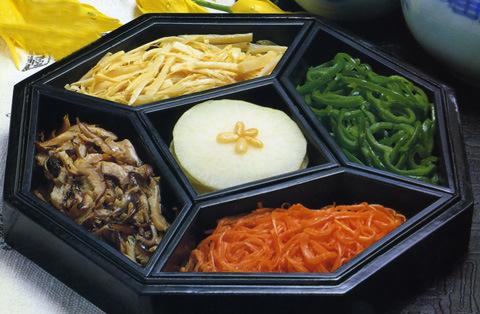 彩り野菜の包み料理