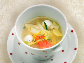 うずらとキュウリとトマトのスープ