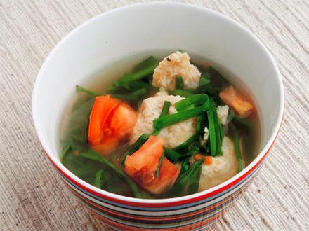 鶏団子とニラとトマトのスープ