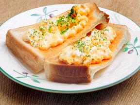 卵とクリームチーズのオープンサンド
