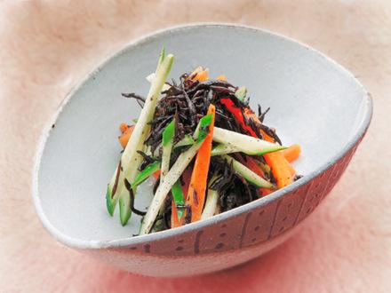 キュウリとひじきの中華風サラダ