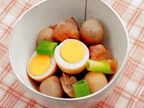 鶏もも肉とサトイモの中華風煮込み