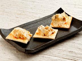 クリームチーズとわさび漬けのカナッペ