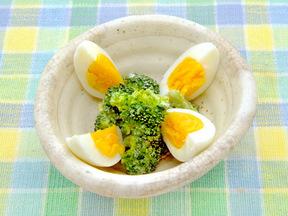 ゆで卵とブロッコリーのサラダ