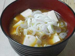豆腐と長ネギの味噌汁