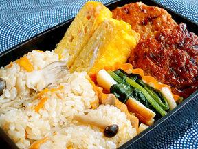 ツナきのこ炊き込みご飯と鶏つくね弁当