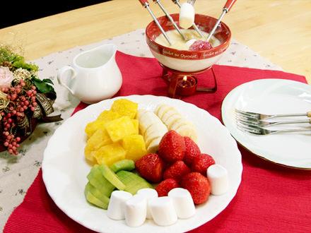 フルーツのホワイトチョコレートフォンデュ