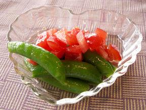 スナップえんどうとトマトのサラダ